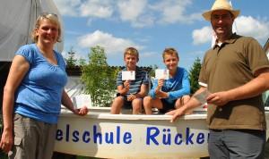 Gluecklich mit Schein Familie 1 low